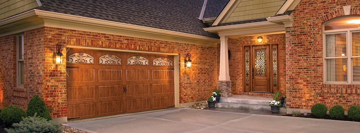 MATCH YOUR ENTRY DOORS TO YOUR GARAGE DOORS<br>TO CREATE AN AMAZING EFFECT